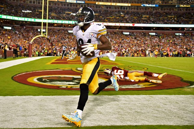 Pittsburgh Steelers wide receiver Antonio Brown (84) scores a 26-yard touchdown against the Washington Redskins in the third quarter at FedEx Field in Landover, Maryland on September 12, 2016. Photo by Kevin Dietsch/UPI
