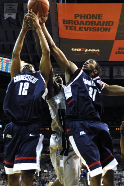 Stanley Robinson is fouled by Georgetown's Jeff Green (C) on March 3, 2007. (UPI Photo/Mark Goldman)