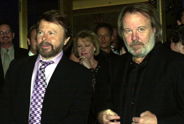 NYP2001101902 - 19 OCTOBER 2001 - NEW YORK, NEW YORK, USA: Members of the pop rock Swedish group ABBA composer-lyrcist Bjorn Ulvaeus and Benny Andersson (right) attend the October 18, 2001 New York premiere of their Broadway musical Mamma Mia at the WinterGarden theatre. ep/Ezio Petersen UPI.