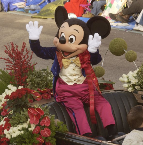 Mickey Mouse, Grand Marshall of the 116th Annual Rose Parade waves to spectators as he makes his way down Colorado Blvd. in Pasadena, California on January 1, 2005. (UPI Photo/Jim Ruymen)