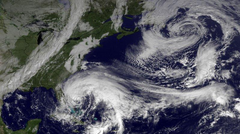 Hurricane Sandy threatens U.S. East Coast