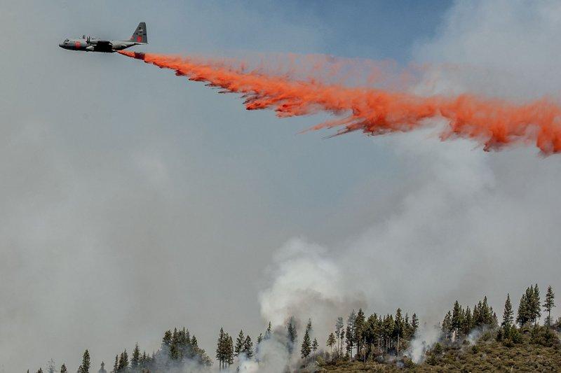 Firefighting crop plane seen attempting to suppress Western forest fire. UPI/Al Golub