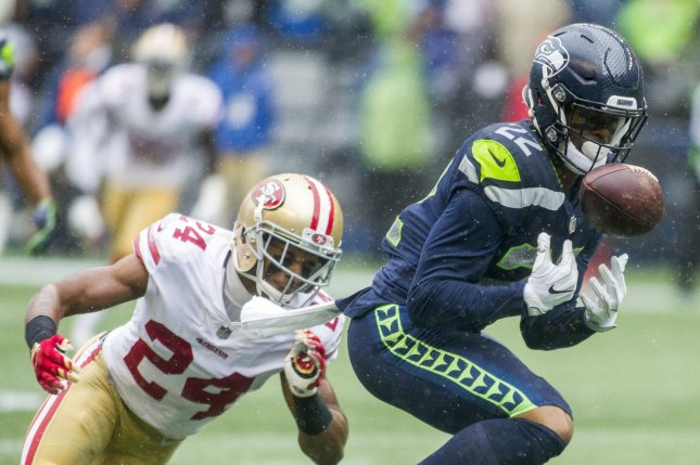 ff4c5355 Seattle Seahawks RB C.J. Prosise exits due to ankle injury vs ...