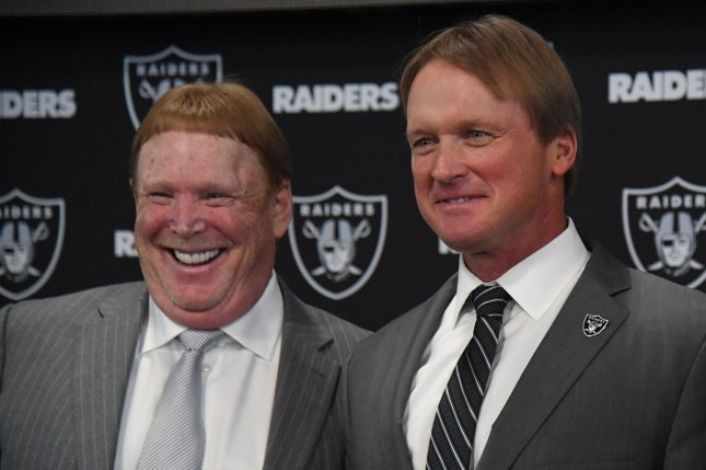 Officials sign final documents for Raiders stadium in Las Vegas
