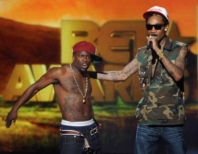 Kevin Hart (L) and Wiz Khalifa ham it up onstage onstage during the BET Awards held at the Shrine Auditorium on June 26, 2011 in Los Angeles, UPI/Jim Ruymen