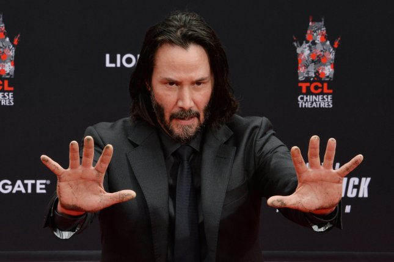 Watch: Keanu Reeves recalls crush on Sandra Bullock - UPI com