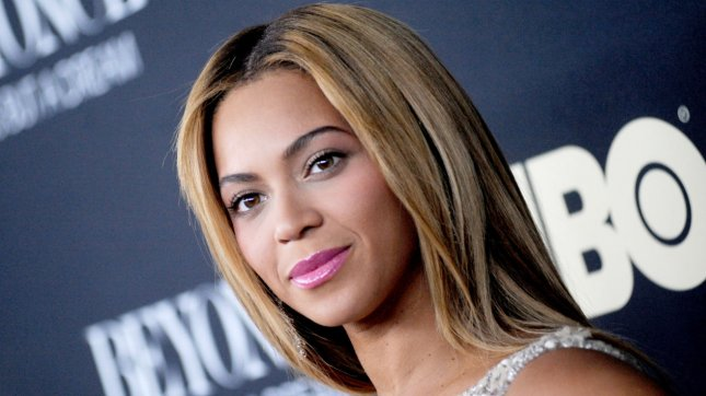 Beyonce booed, shows off new hairdo at Britain's V Festival