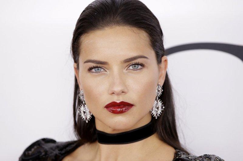 a285525b15 Adriana lima hoping to star in quentin tarantino movie jpg 975x650 Adriana  lima movies