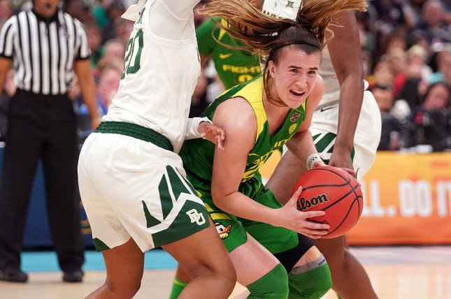 Oregon Ducks guard Sabrina Ionescu (C) considered Los Angeles Lakers legend Kobe Bryant a close friend. Photo by Kevin Dietsch/UPI