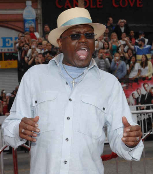 Actor Bernie Mac, a cast member in the motion picture comedy thriller Ocean's Thirteen, arrives for the premiere of the film at Grauman's Chinese Theatre in the Hollywood section of Los Angeles on June 5, 2007. (UPI Photo/Jim Ruymen)