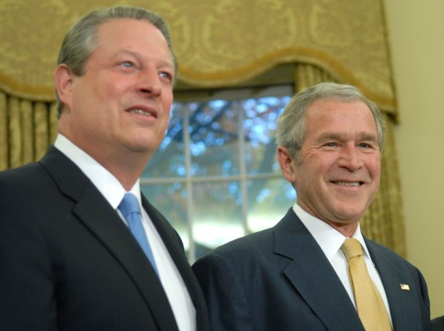 U.S. President George W. Bush (R) is joined by former Vice President Al Gore during a photo-op with recipients of the 2007 Nobel Awards in the Oval Office at the White House in Washington on November 26, 2007. Gore was awarded the Nobel Peace Prize for his environmentalism. (UPI Photo/Kevin Dietsch)