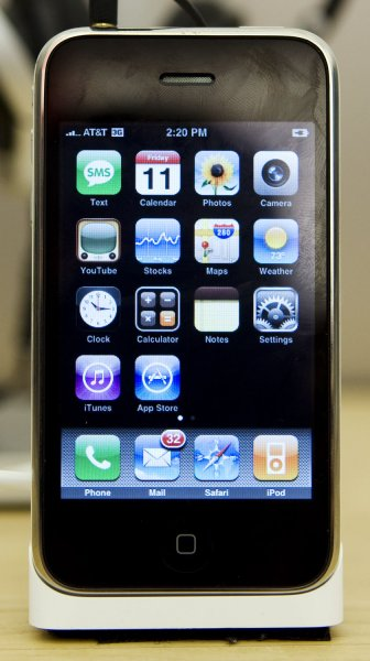 The new Apple iPhone 3G is pictured here on display at the Apple Store in Bethesda, Maryland to purchase the new 3G iPhone on July 11, 2008. (UPI Photo/Patrick D. McDermott)