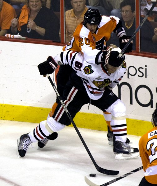 Philadelphia Flyers defenseman Chris Pronger (20) puts his hands over the eyes of the Chicago Blackhawks' Marian Hossa during first period of Game 6 of the 2010 Stanley Cup Final in Philadelphia, June 9, 2010. UPI/John Anderson