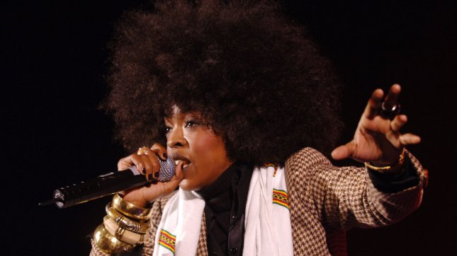 American singer Lauryn Hill of The Fugees performs at Carling Hammersmith Apollo in London on December 15, 2005.(UPI Photo/Rune Hellestad)