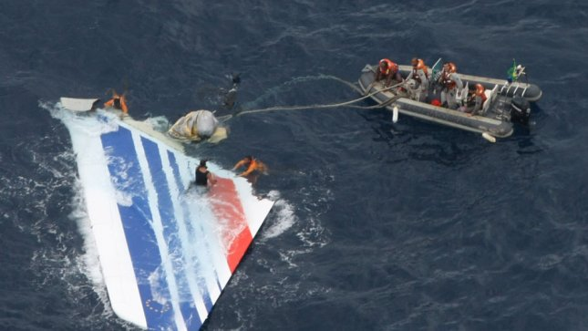 In this photo released by the Brazilian Air Force members of Brazil's Navy recover debris from the missing Air France jet in the Atlantic Ocean, June 8, 2009. UPI/Brazilian Air Force