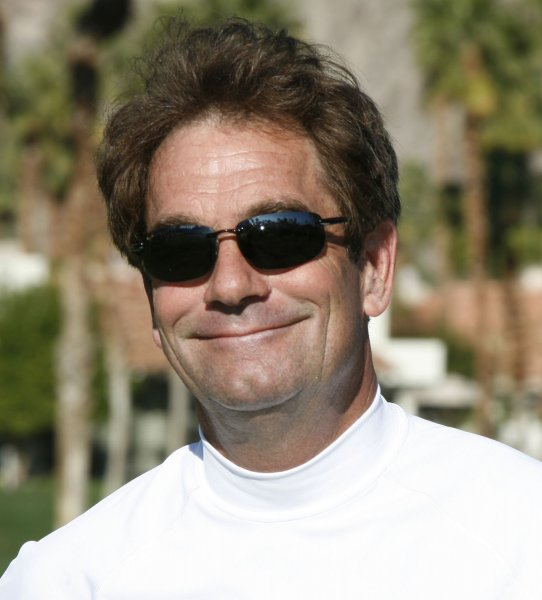 Singer Huey Lewis arrives at the first tee during the Bob Hope Chrysler Classic at PGA West in La Quinta, California on January 24, 2009. The tournament teams professional and amateur golfers with celebrities and has been raising money for a variety of charities since 1960. (UPI Photo/ David Silpa)