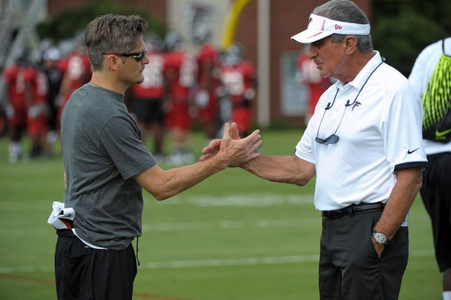 Atlanta Falcons owner Arthur Blank (R) greets general manager Thomas Dimitroff. UPI/David Tulis