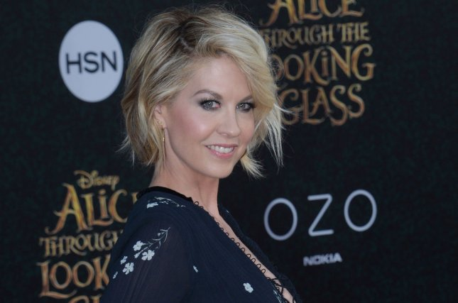 Jenna Elfman(!!!) Joins Fear the Walking Dead Season 4