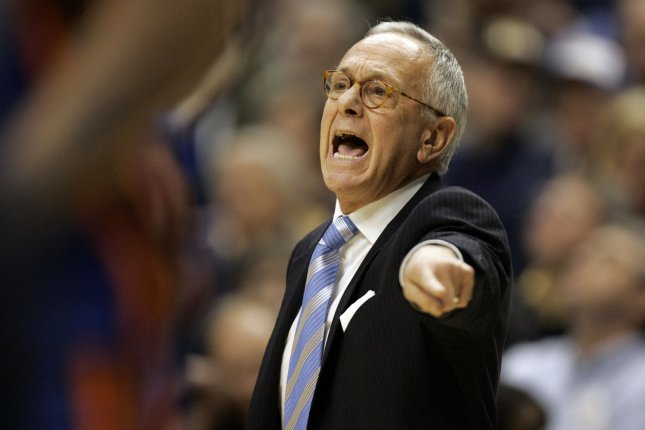 New York Knicks head coach Larry Brown yells for his team to get back on defense against the Indiana Pacers at Conseco Fieldhouse in Indianapolis, In March 7, 2006. (UPI Photo/Mark Cowan)