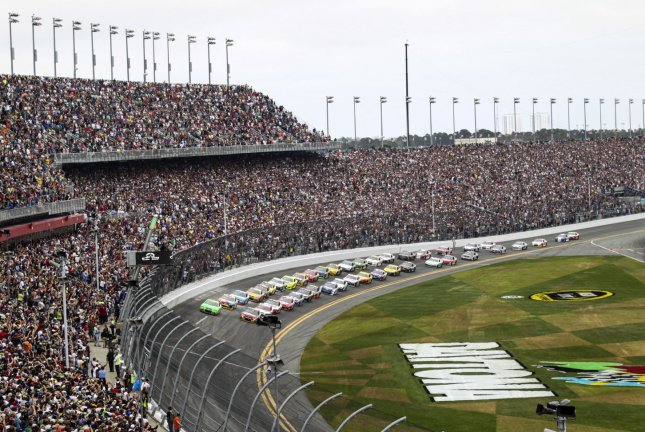The start of the NASCAR Sprint Cup Series Daytona 500 auto race at Daytona International Speedway in Daytona Beach, Florida February 24, 2013. UPI/Marc Serota