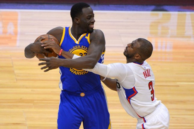 Golden State Warriors' Draymond Green keeps ball away from Los Angeles Clippers guard Chris Paul (3) at Staples Center in Los Angeles, December 7, 2016. Photo by Jon SooHoo/UPI