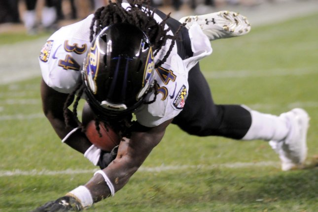 Baltimore Ravens running back Alex Collins (34) takes a pass and dives into the end zone for a three yard touchdown against the Pittsburgh Steelers on September 30 at Heinz Field in Pittsburgh. Photo by Archie Carpenter/UPI