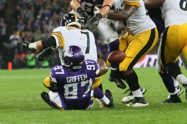 Vikings' Everson Griffen in concussion protocol after car accident involving deer