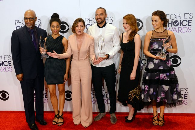 (L-R) James Pickens Jr., Kelly McCreary, Ellen Pompeo, Jesse Williams, Sarah Drew, and Camilla Luddington of Grey's Anatomy appear backstage with the award for favorite network TV drama at the 41st annual People's Choice Awards at the Nokia Theatre in Los Angeles on January 7, 2015. Photo by Jim Ruymen/UPI