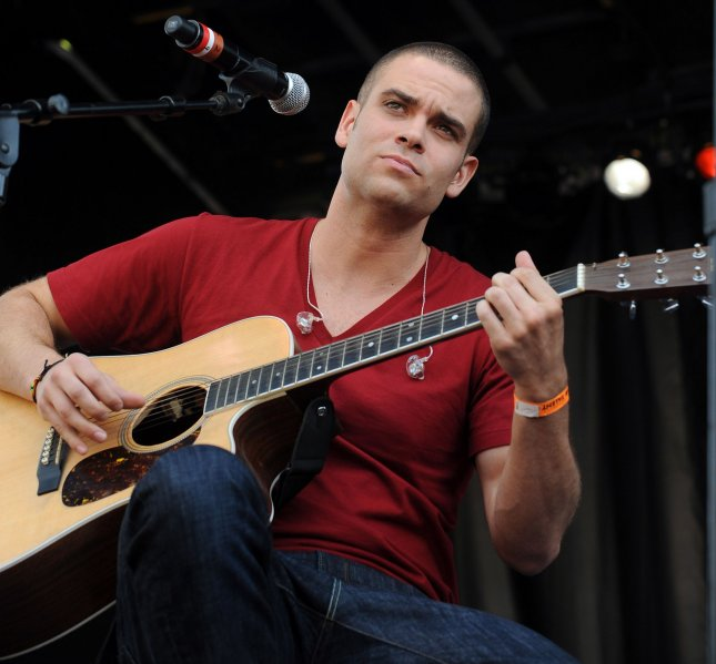 Former 'Glee' star Mark Salling pleads guilty to child porn charge
