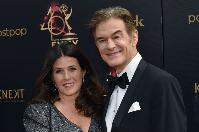 Dr. Mehmet Oz (R), pictured with Lisa Oz, went public about mom Suna Oz's devastating Alzheimer's disease diagnosis. File Photo by Christine Chew/UPI