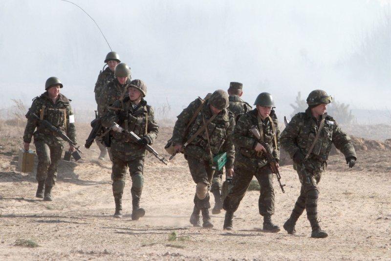 Ukrainian paratroopers participate in military exercises near Goncharovsk village of the Chernigov area in Ukraine on March 14, 2014. UPI/Sergey Starostenko