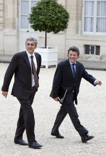 France's Defence Minister Herve Morin, left, and Jean Louis Borloo, economic strategy and employment minister, arrive at the Elysee Palace to attend the first weekly cabinet meeting of the newly named government in Paris on May 18, 2007. (UPI Photo/William Alix)