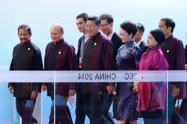 Chinese President Xi Jinping (4th L), his wife Peng Liyuan (6th L), Sultan of Brunei Hassanal Bolkiah (L), Russian President Vladimir Putin (2nd L), Indonesian President Joko Widodo (R) and his wife Iriana Widodo (2nd R) head to a welcome banquet for the 22nd APEC Economic Leaders' Meeting in Beijing on November 10, 2014. UPI/Ma Zhancheng/Pool