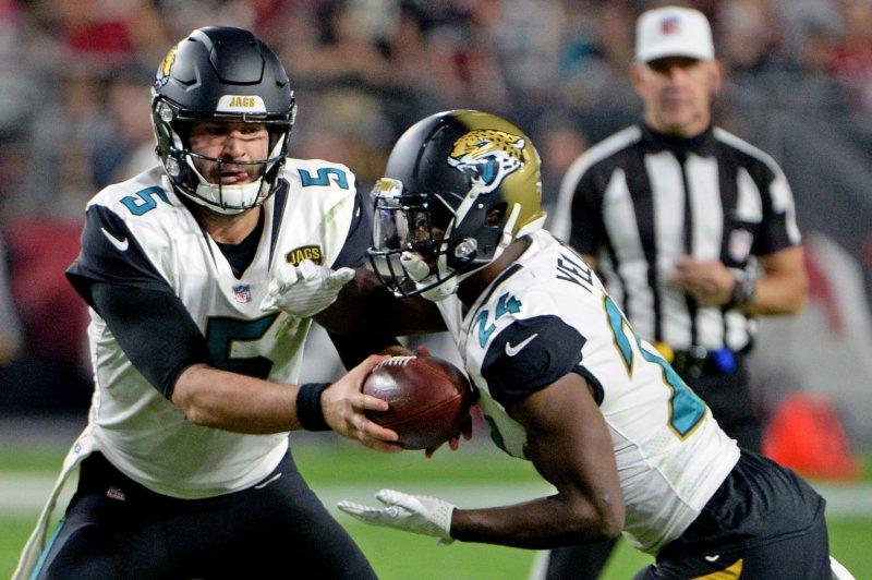 Jacksonville Jaguars' quarterback Blake Bortles (L) fakes a handoff to T.J. Yeldon then runs for a touchdown in the fourth quarter against the Arizona Cardinals at University of Phoenix Stadium in Glendale, Arizona November 26, 2017. File photo by Art Foxall/UPI