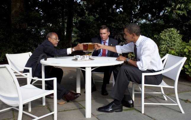 U.S. President Barack Obama (R), Professor Henry Louis Gates Jr. (L) and Sergeant James Crowley meet in the Rose Garden of the White House, July 30, 2009. Last week Crowley arrested Gates in Gates' home. UPI/Pete Souza/White House Press Office