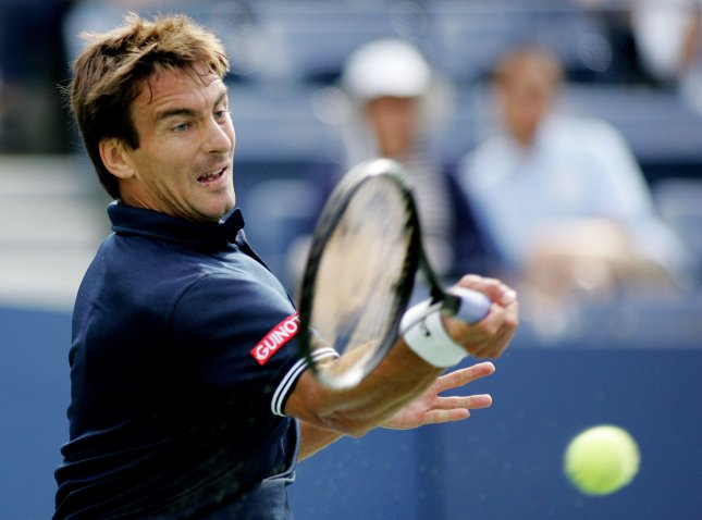 Tommy Robredo of Spain returns the ball to Roger Federer, first seed, of Switzerland, during their match at the US Open Tennis Championship on September 7, 2009 in New York. UPI /Monika Graff .