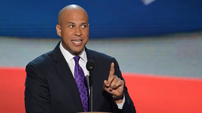 Newark, New Jersey Mayor Cory Booker tweets help during