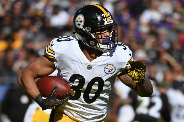 Pittsburgh Steelers running back James Conner takes off against the  Baltimore Ravens during a game at M T Bank Stadium on November 4 206fef623