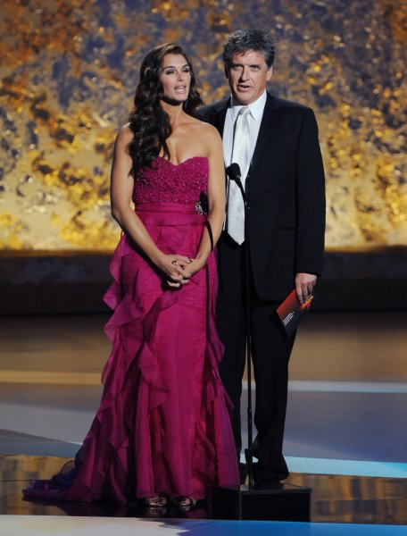 Brooke Shields and Craig Ferguson present the award for lead actress in a comedy series to Tina Fey for 30 Rock at the 60th annual Primetime Emmy Awards in Los Angeles on September 21, 2008. (UPI Photo/Jim Ruymen)