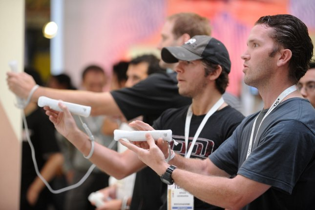 Gamers play Nintendo's Wii Sports Resort during the E3 Electronic Entertainment Expo in Los Angeles June 4, 2009. (UPI Photo/ Phil McCarten)
