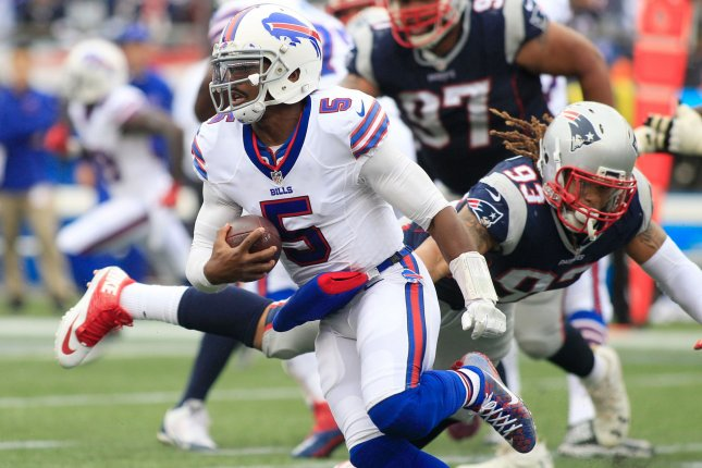 387e5105a4a Buffalo Bills quarterback Tyrod Taylor (5) dodges a tackle by New England  Patriots defensive lineman Jabaal Sheard (93) on a four-yard keeper in the  third ...