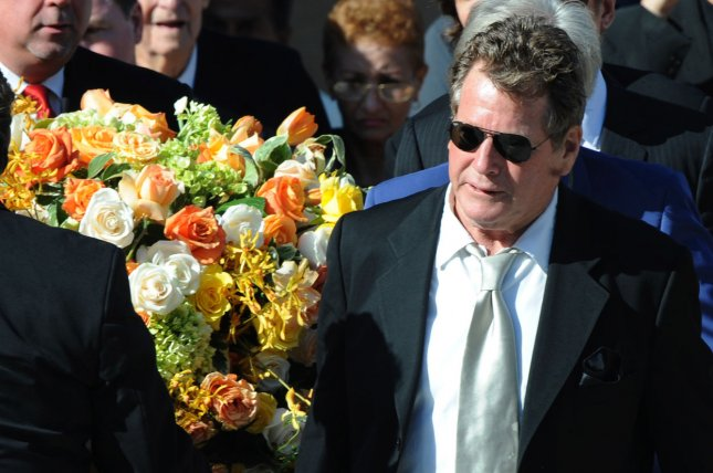 Ryan O'Neal carries Farrah Fawcett's casket after her funeral service in Los Angeles on June 30, 2009. (UPI Photo/Jim Ruymen)