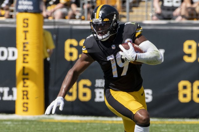 Pittsburgh Steelers WR JuJu Smith-Schuster lost for season due to shoulder injury
