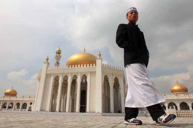 Chinese Muslims protest plans to demolish mosque