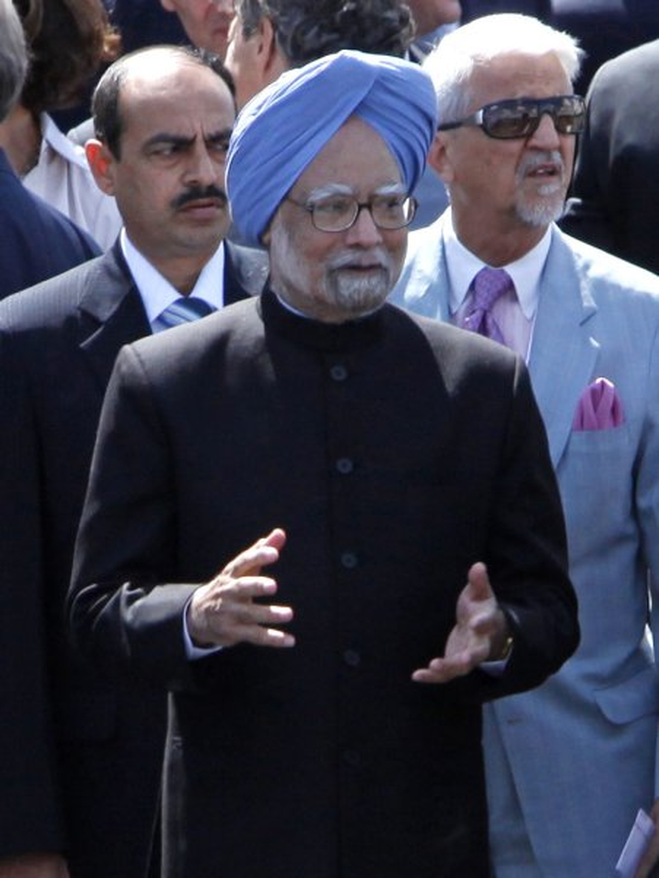 Indian PM Manmohan Singh ends Russia visit