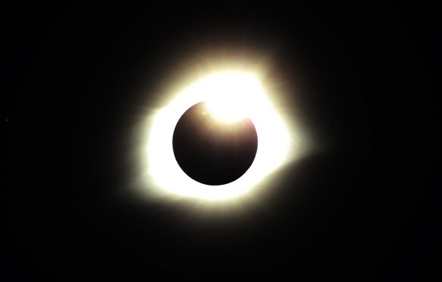 Here's How to Tell if You Damaged Your Eyes During the Eclipse