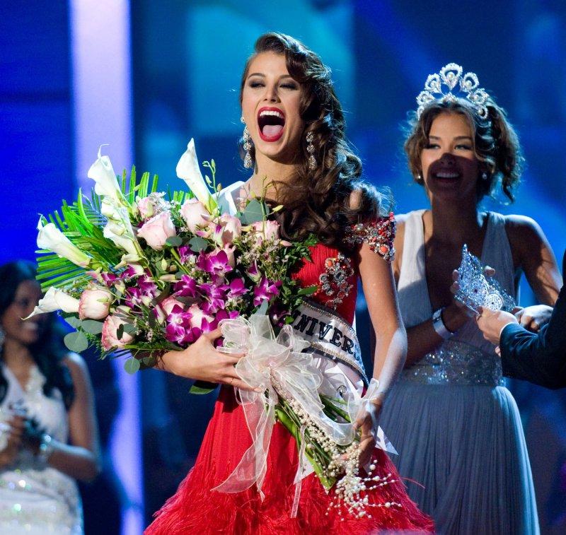 Miss Venezuela Stefania Fernandez waves after being crowned Miss Universe 2009 at the Miss Universe beauty pageant in Nassau, Bahamas, August 23, 2009. UPI/Darren Decker/HO