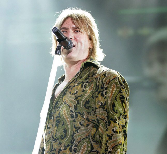 Joe Elliott of the band Def Leppard appears in concert at the ipayOne Center, San Diego, CA, November 4, 2005..(UPI Photo/Roger Williams)