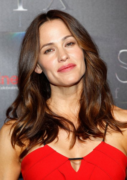 watch jennifer garner takes on mother nature in camping trailer