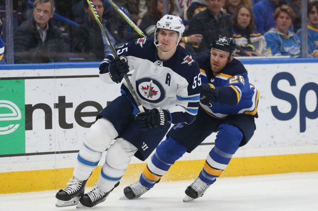 St. Louis Blues defender Kyle Brodziak defends against Winnipeg Jets forward Mark Scheifele (L) in the first period on February 23, 2018 at the Scottrade Center in St. Louis. Photo by Bill Greenblatt/UPI